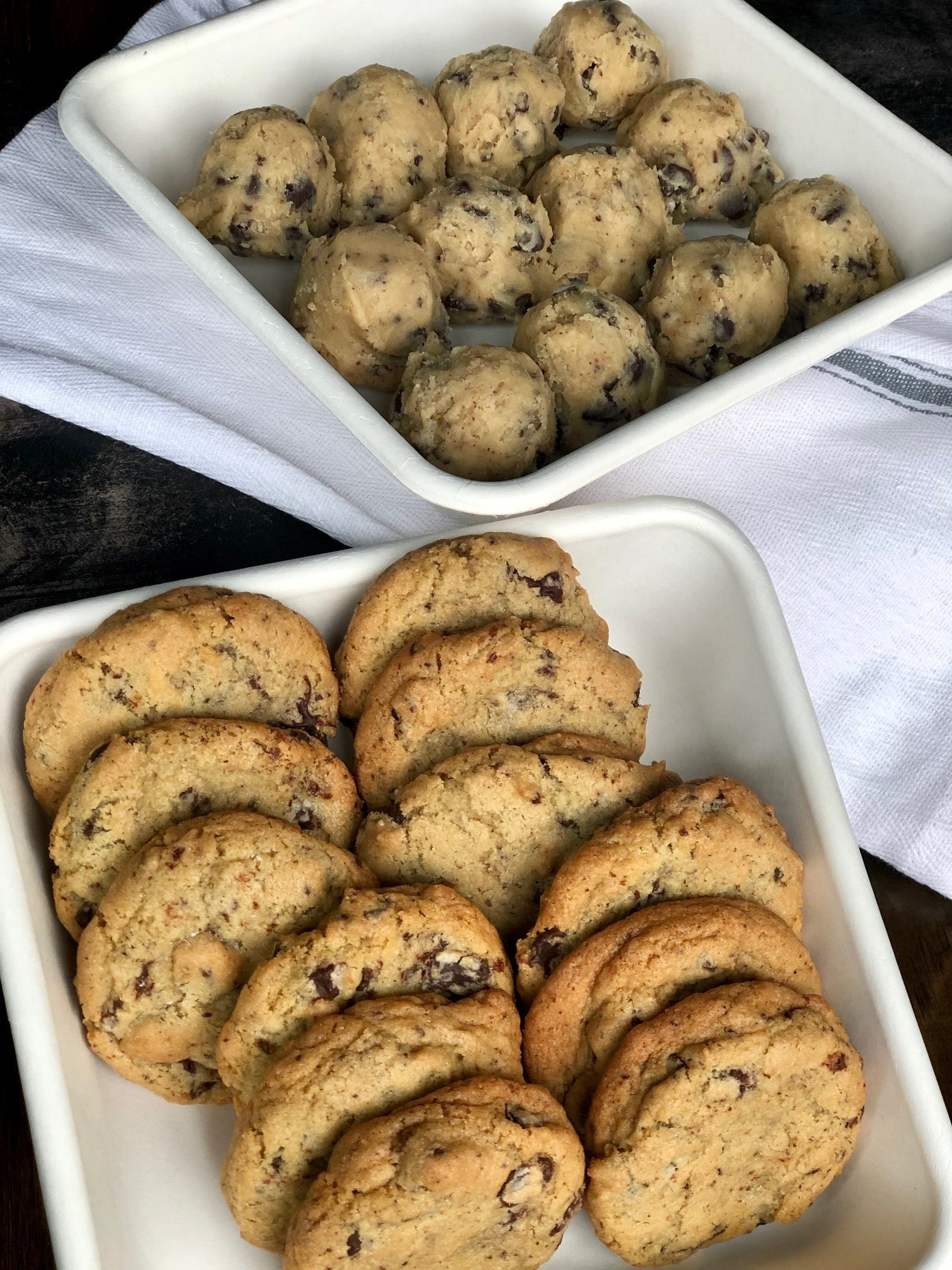 chocolate chip cookies (raw or baked) (v)